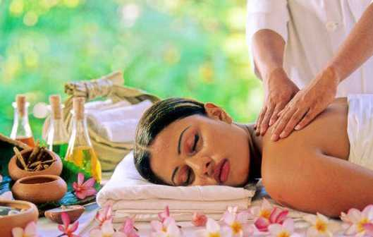 Soothing Massage Therapy by Leading Massage Therapists of Riverday Spa for a Woman.